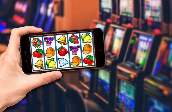 Mengapa Orang Bermain Poker Online Daripada Offline