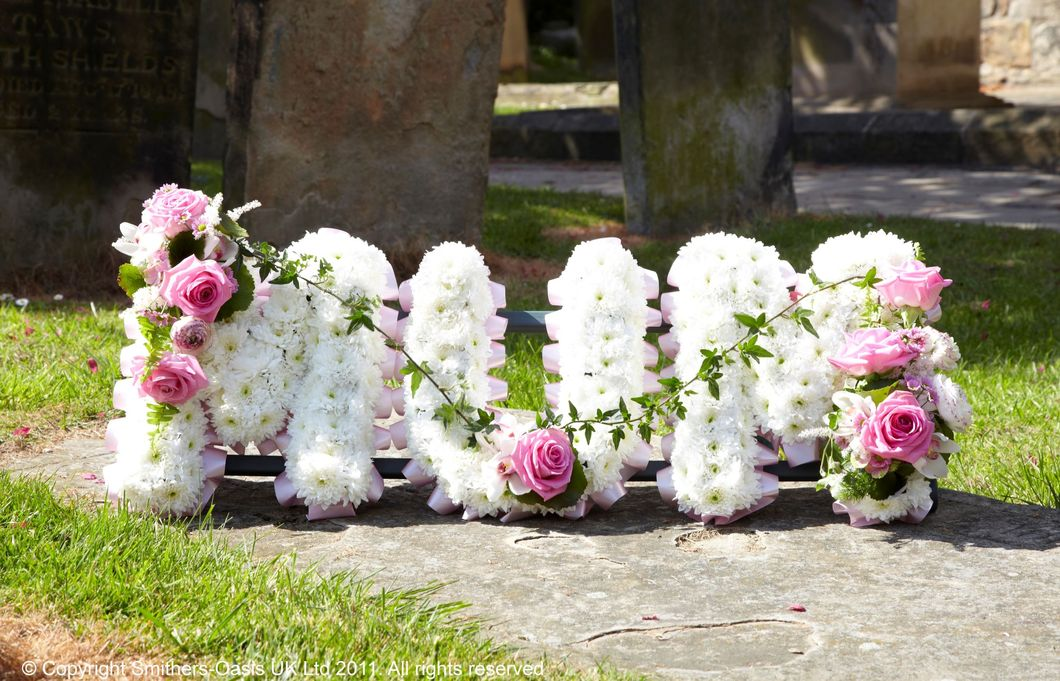 What You Should Know About Ordering Funeral Flowers Online